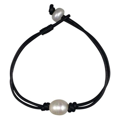 black leather & single pearl bracelet