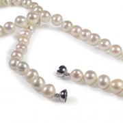 Classic white pearl necklace 18 inches